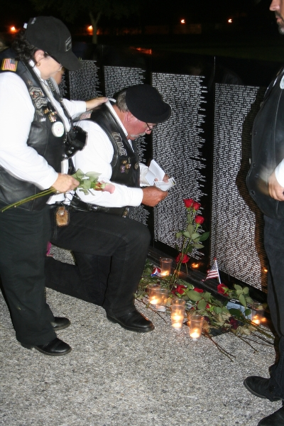 vietnam-memorial-wall-paying-respects