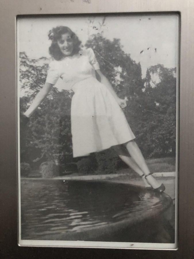 1946%3A+Mama+walking+on+fountain%27s+edge.